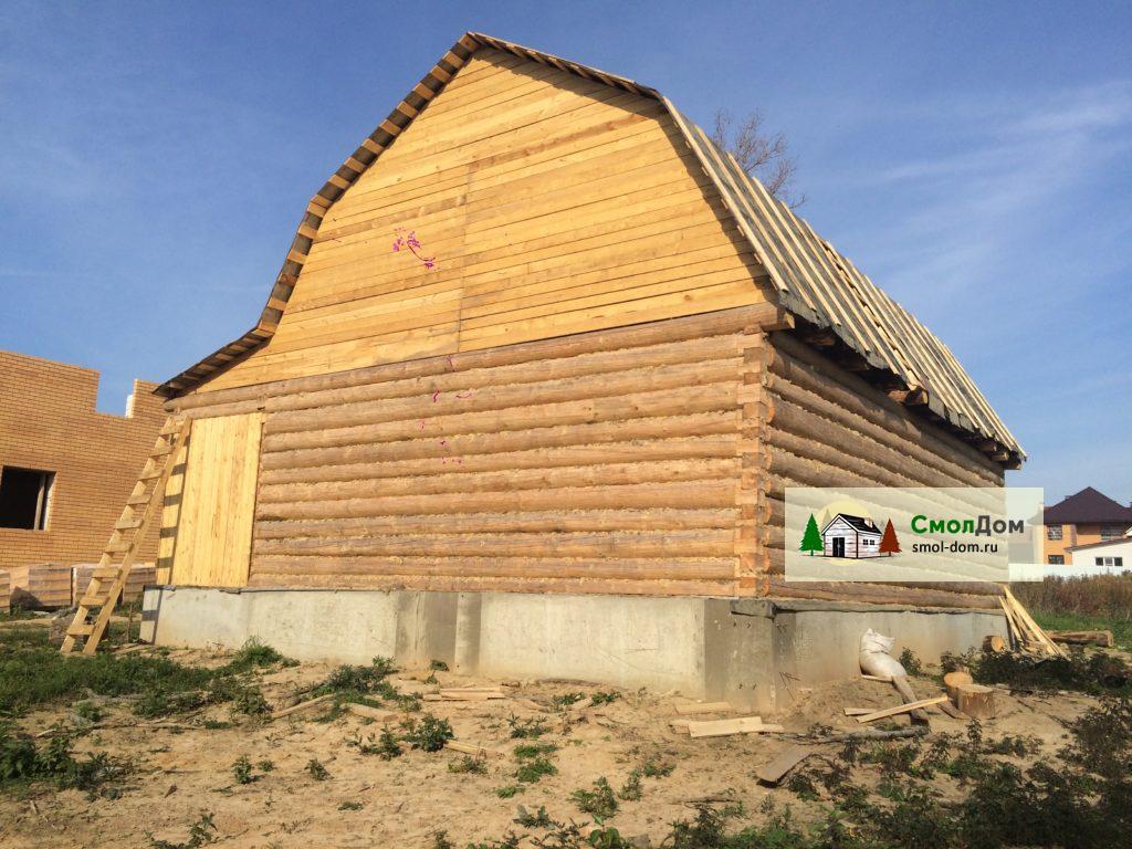 Сруб дома 8х8 с ломаной крышей, рубка в лапу