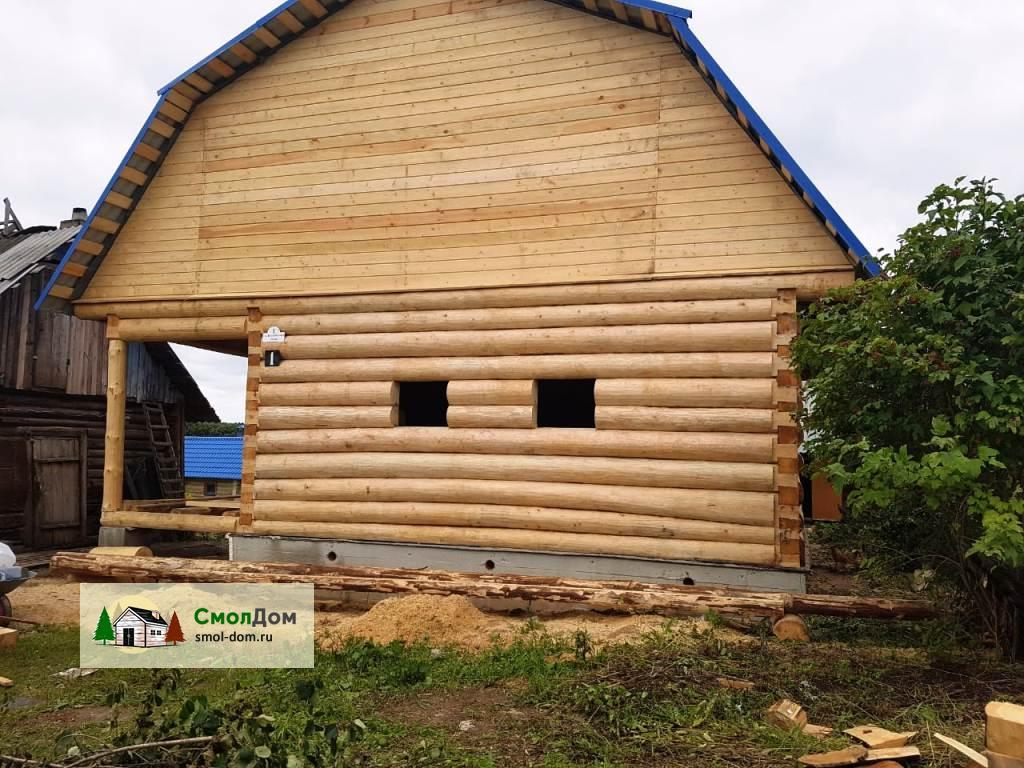 Сруб дома 8х8 в лапу с мансардной крышей и верандой 2 метра