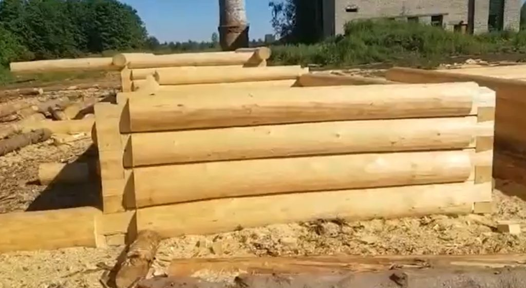 Сруб будущего дома, размер 6 на 3 метра + терраса