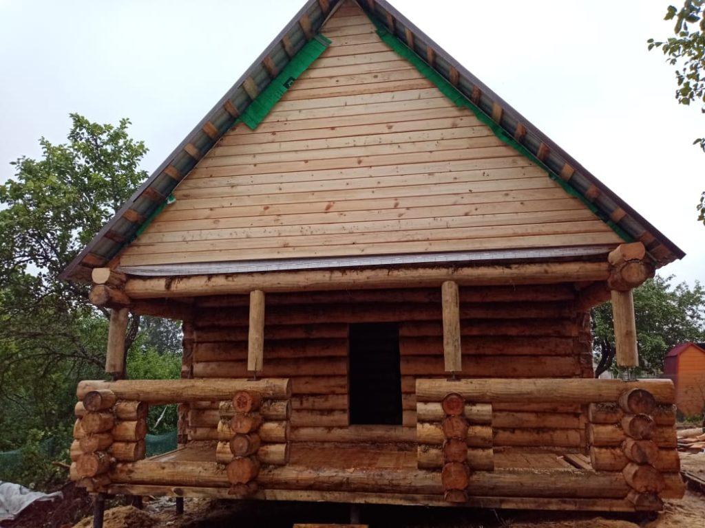 Возвели дом, размером 6 на 6 метров и с 2-х метровой верандой