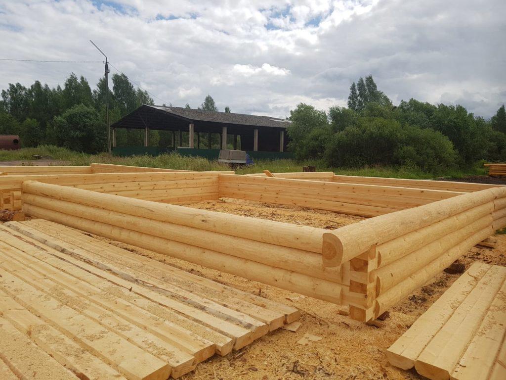 Три «колодца» будущего бревенчатого дома готовы к транспортировке