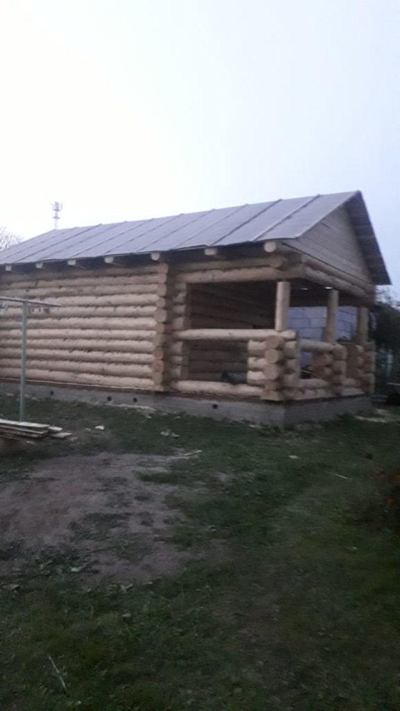 Одноэтажный небольшой дом с просторной верандой