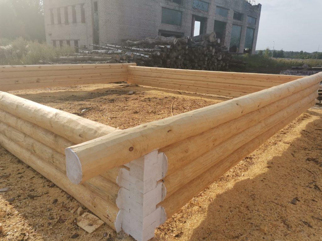 Дом из сруба 7×8м — «в лапу» (полулафет)